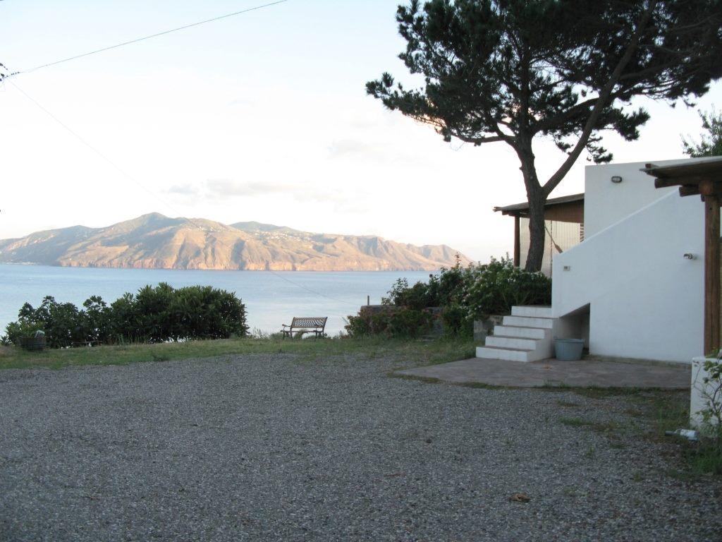 Salina case vacanze vendita case isole eolie for Case in vendita privati